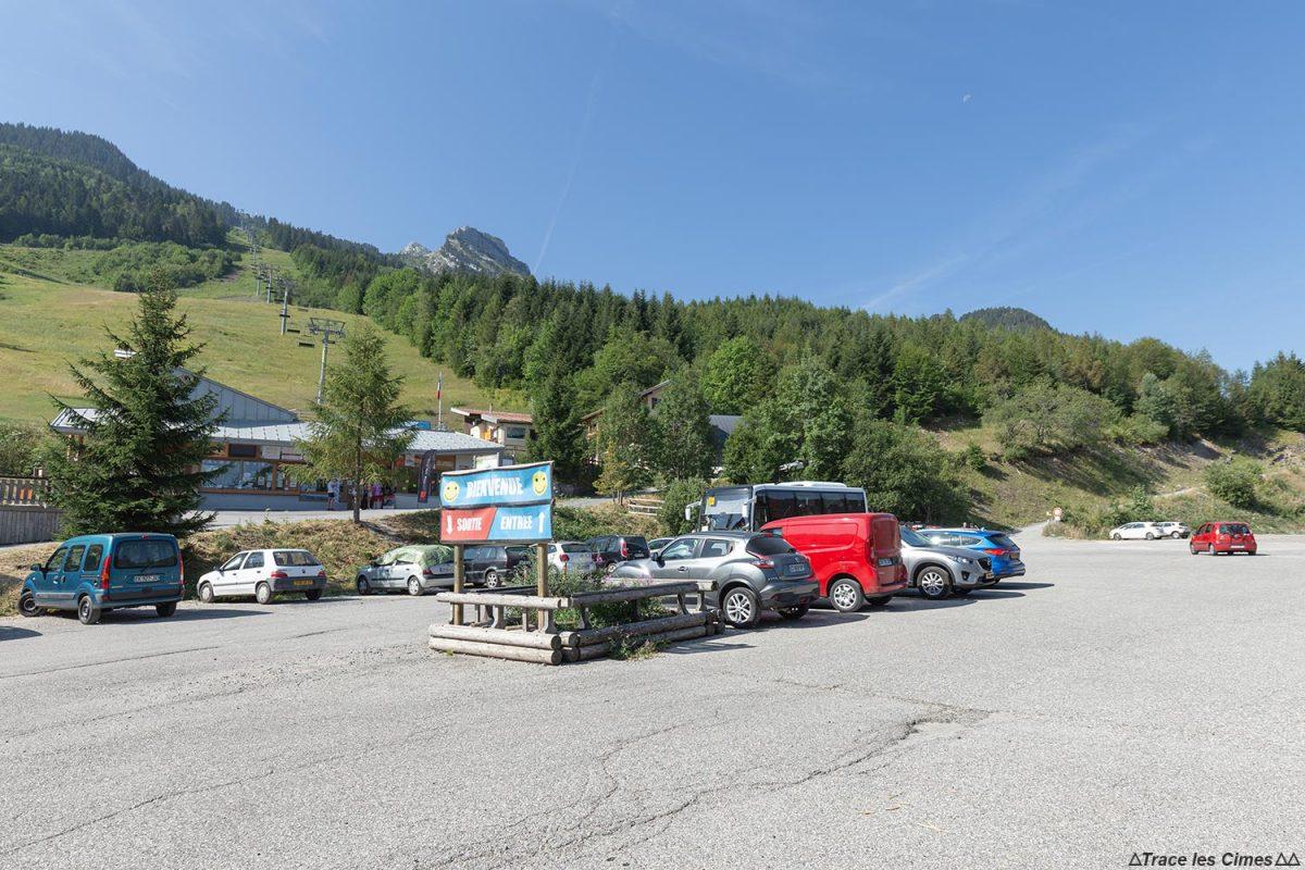Parking Station de ski Seythenex La Sambuy Haute-Savoie Alpes - Paysage Montagne Alpes Mountain Landscape