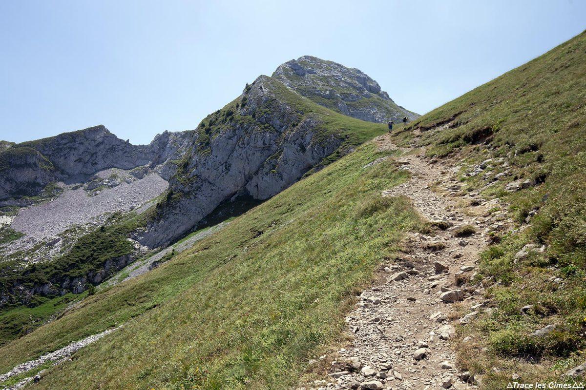 Sentier Randonnée la Pointe de La Sambuy, Haute-Savoie Alpes - Paysage Montagne Randonnée Alpes Outdoor Mountain Landscape Hike Hiking