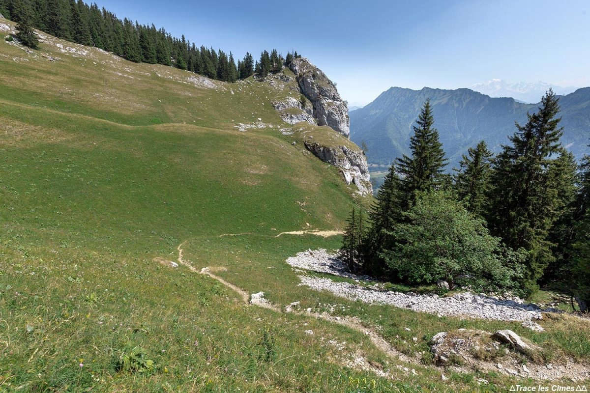 La Combe de La Sambuy , Haute-Savoie Alpes - Paysage Montagne Alpes Outdoor Mountain Landscape Hike Hiking