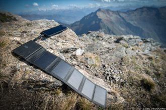 Chargeur solaire Sunslice Photon pour la randonnée en montagne et les treks Outdoor mountain panneaux photovoltaïques