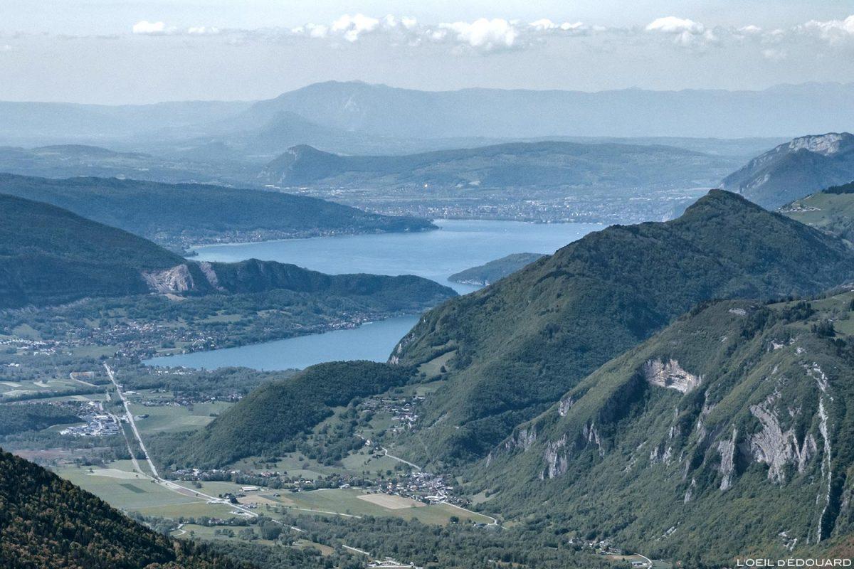 Le Lac d'Annecy vu depuis le sommet de La Belle Étoile, Bauges Savoie Alpes - Paysage Montagne Randonnée Outdoor Mountain Landscape lake