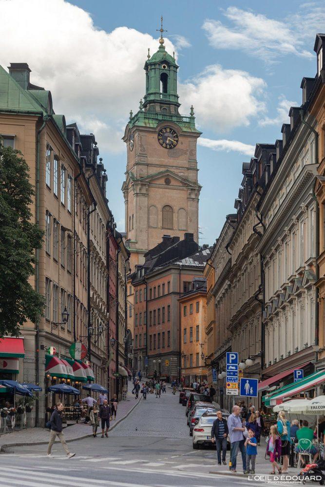 Rue Storkyrkobrinken - vieille ville Gamla Stan Stadsholmen Stockholm Suède Sweden Sverige street church