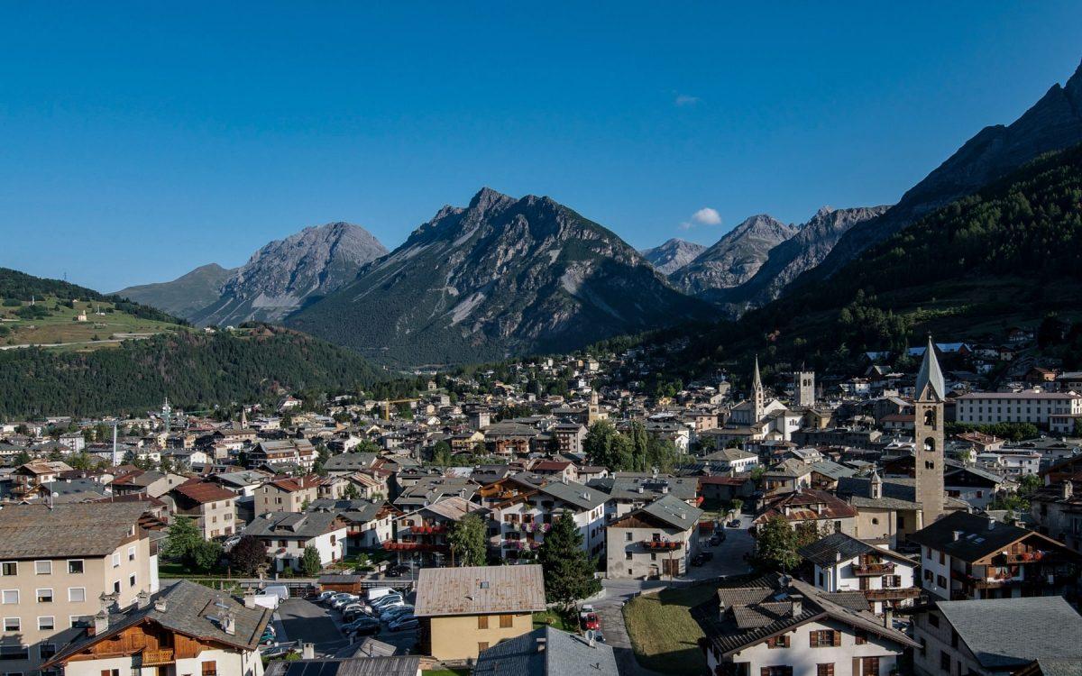 Ville de Bormio Italie Paysage Montagne Alpes Italia Italy Italian Alps Mountain Landscape