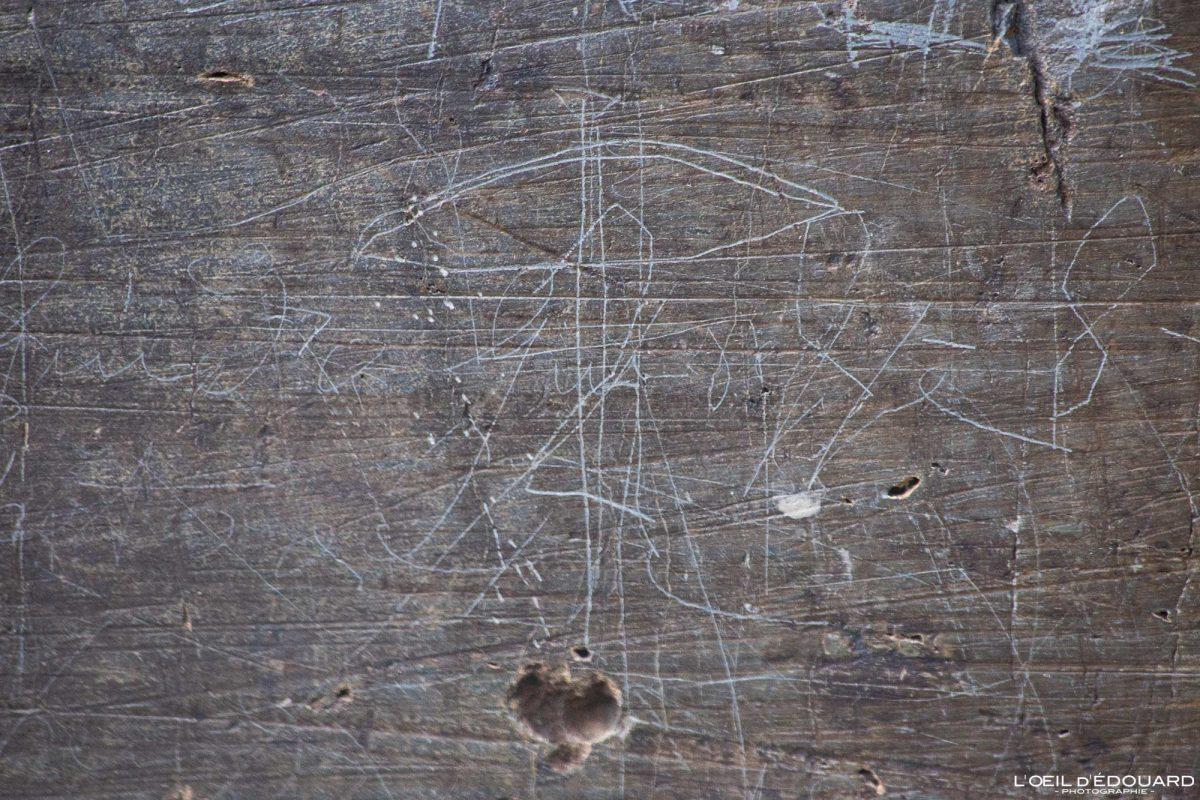 Gravures rupestres Paroi vitrifiée Vallée des Merveilles - Massif du Mercantour Alpes-Maritimes Provence-Alpes-Côte d'Azur / Archéologie Préhistoire Art Préhistorique Montagne Outdoor Mountain rock