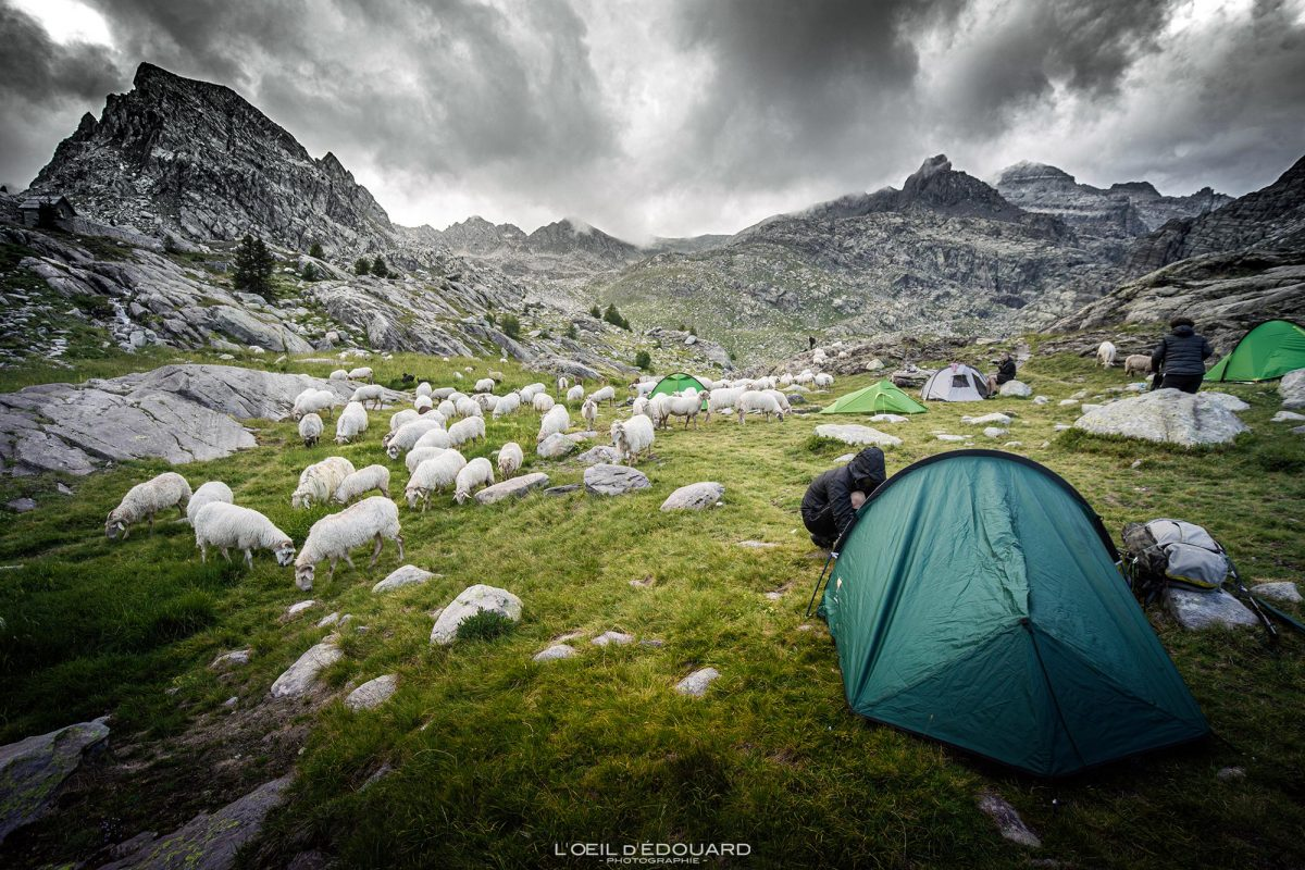 Tente Bivouac Refuge des Merveilles - Massif du Mercantour Alpes-Maritimes Provence-Alpes-Côte d'Azur / Paysage Montagne Randonnée Trek Outdoor Landscape Mountain Hike Hike Trekking