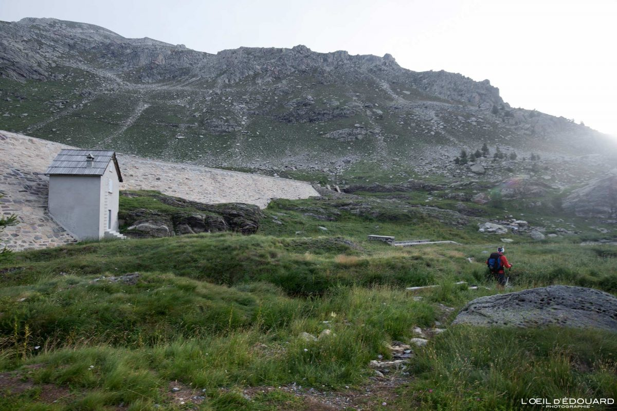 Barrage Lac Long Supérieur Vallée des Merveilles - Massif du Mercantour Alpes-Maritimes Provence-Alpes-Côte d'Azur / Paysage Montagne Randonnée Trek Outdoor Landscape Mountain lake Hike Hike Trekking