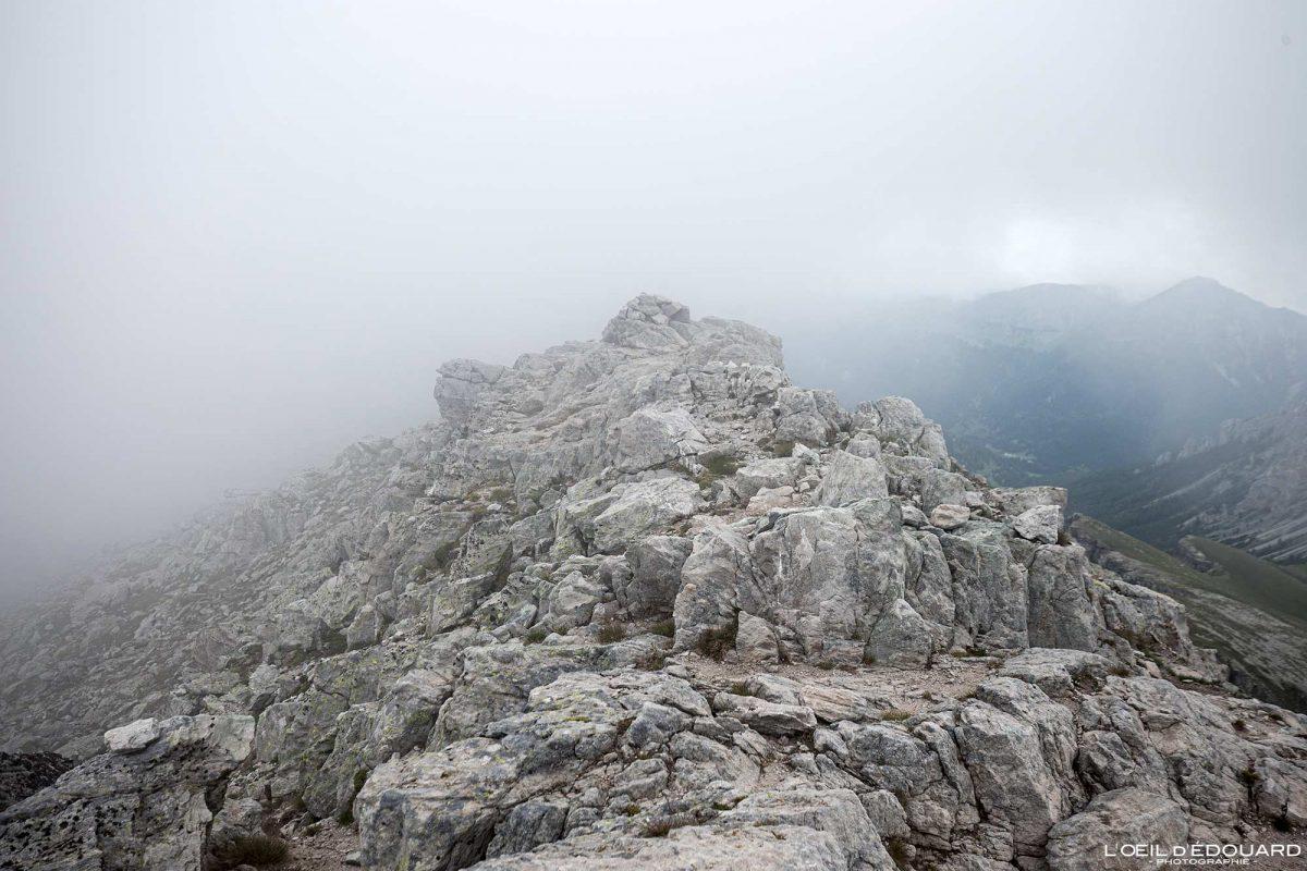 Sommet du Mont Bégo Vallée des Merveilles - Massif du Mercantour Alpes-Maritimes Provence-Alpes-Côte d'Azur / Paysage Montagne Randonnée Trek Outdoor Landscape Mountain summit Hike Hike Trekking