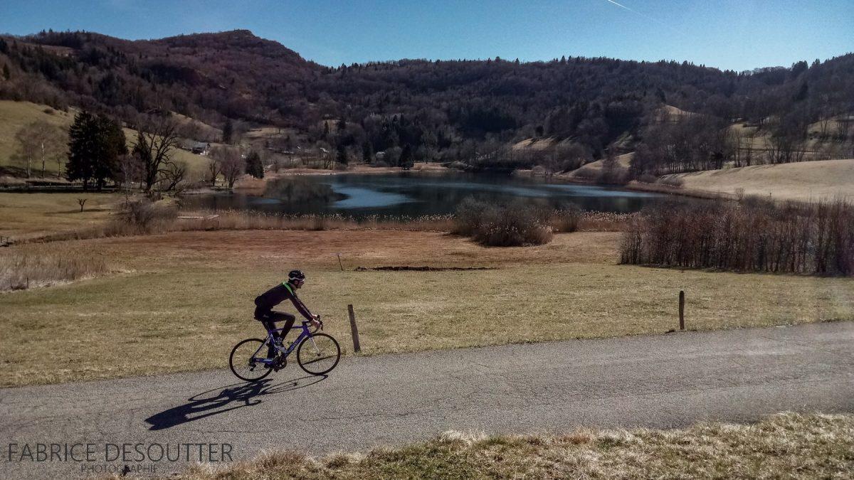 Lac de La Thuile Massif des Bauges - Cyclisme vélo - Paysage Montagne Outdoor road bike Mountain Landscape lake
