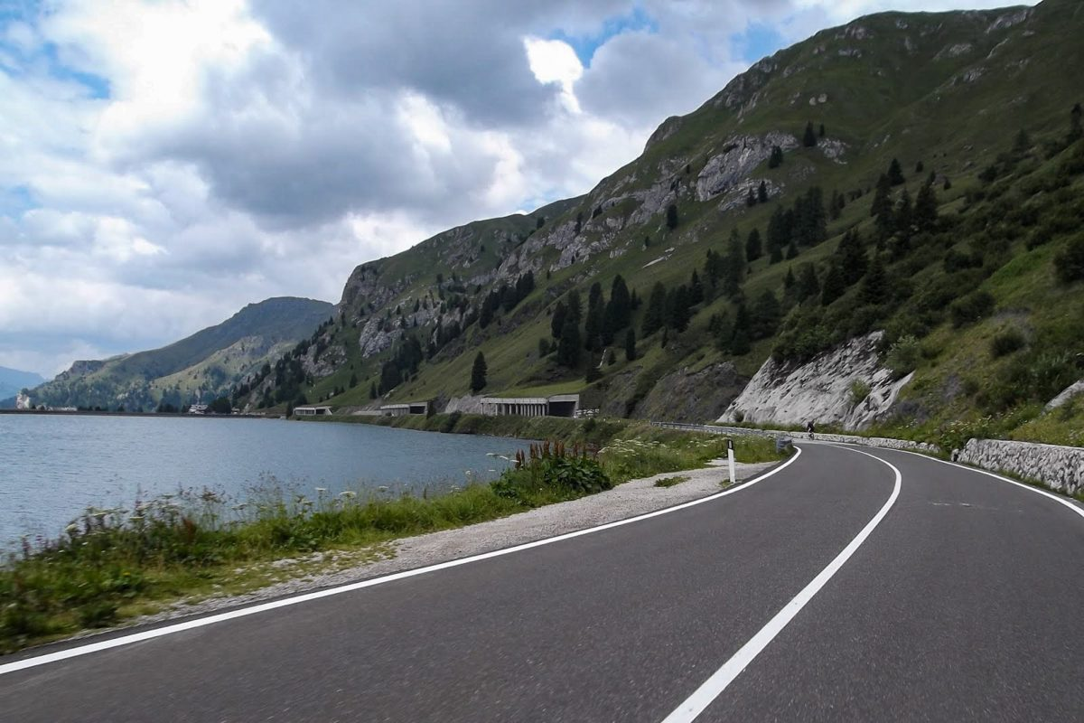 Paysage Montagne Dolomites Alpes Vélo Cyclisme Col de Fedaia Lac de Fedaia Italie lake Italian Alps Road Mountain Landscape Italy cyclism ciclismo Passo Fedaia Lago di Fedaia Dolomiti Italia