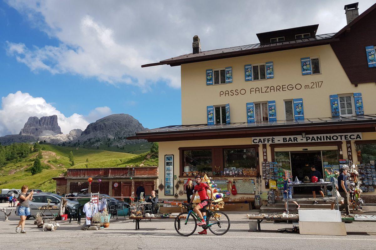 Paysage Montagne Dolomites Alpes Vélo Cyclisme Col Passo Falzarego Italie Italian Alps Road Mountain Landscape Italy cyclism ciclismo Dolomiti Italia