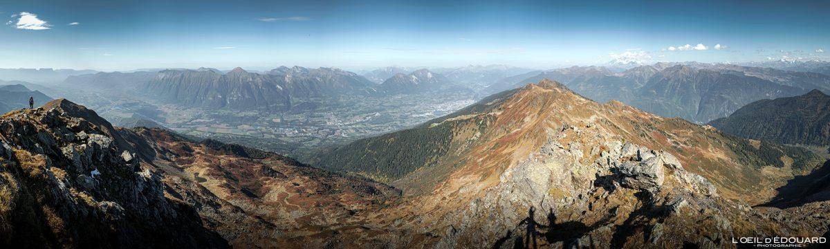Vue au sommet du Grand Arc : Bauges, Albertville et Beaufortain Savoie Alpes France Randonnée Montagne Paysage Automne Outdoor French Alps Autumn Landscape Mountain Hike Hiking