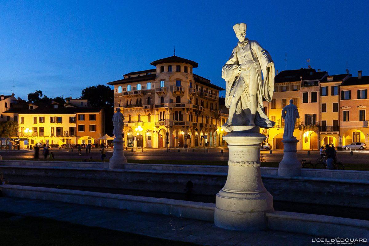 Sculptures Prato della Valle Padoue Italie la nuit - Padova night Italia Italy Italian place italienne