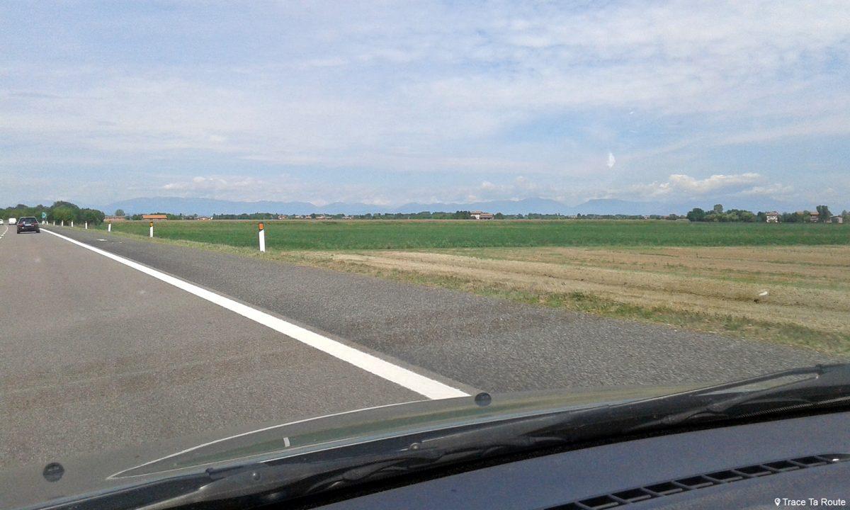 Paysage sur la route Road Trip dans la Nord de l'Italie Vénétie - Veneto Italia North Italy road landscape