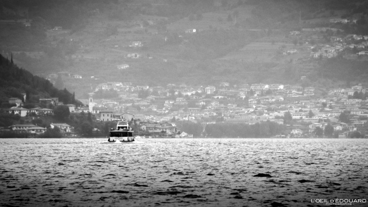 Bateau sur le Lac d'Iseo Italie du Nord - Monte Isola Lago d'Iseo Italia North Italy italian lake boat
