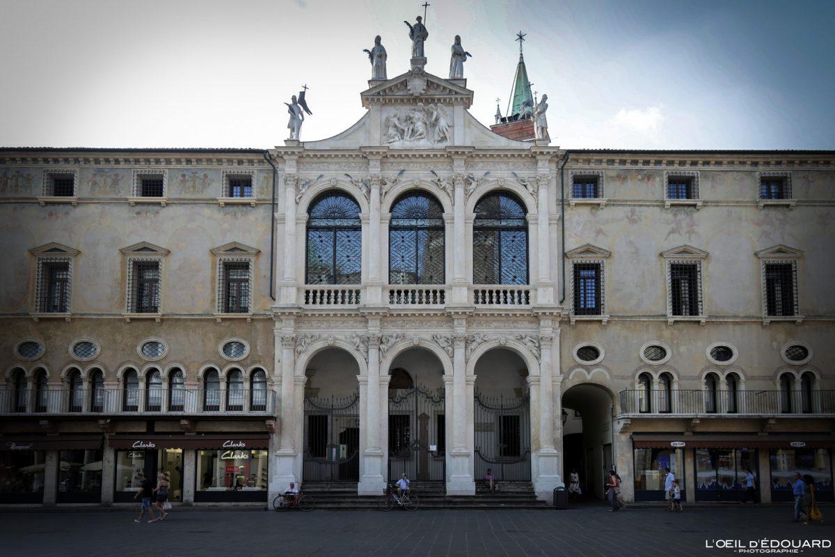 Eglise Vicence Italie Vénétie - Piazza dei Signori Chiesa di San Vincenzo Vicenza Italia Veneto Italy church architecture