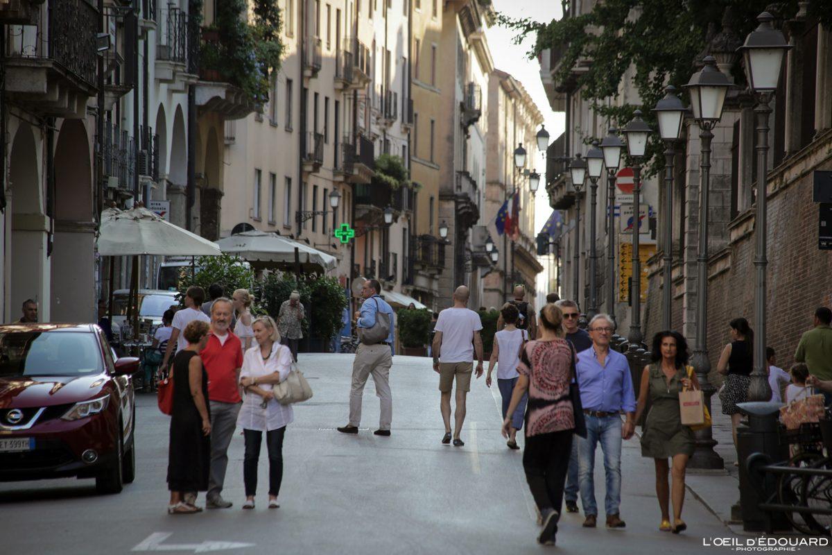 Rue centre-villle Vicence Italie Vénétie - Corso Andrea Palladio Vicenza Italia Veneto Italy street cityscape