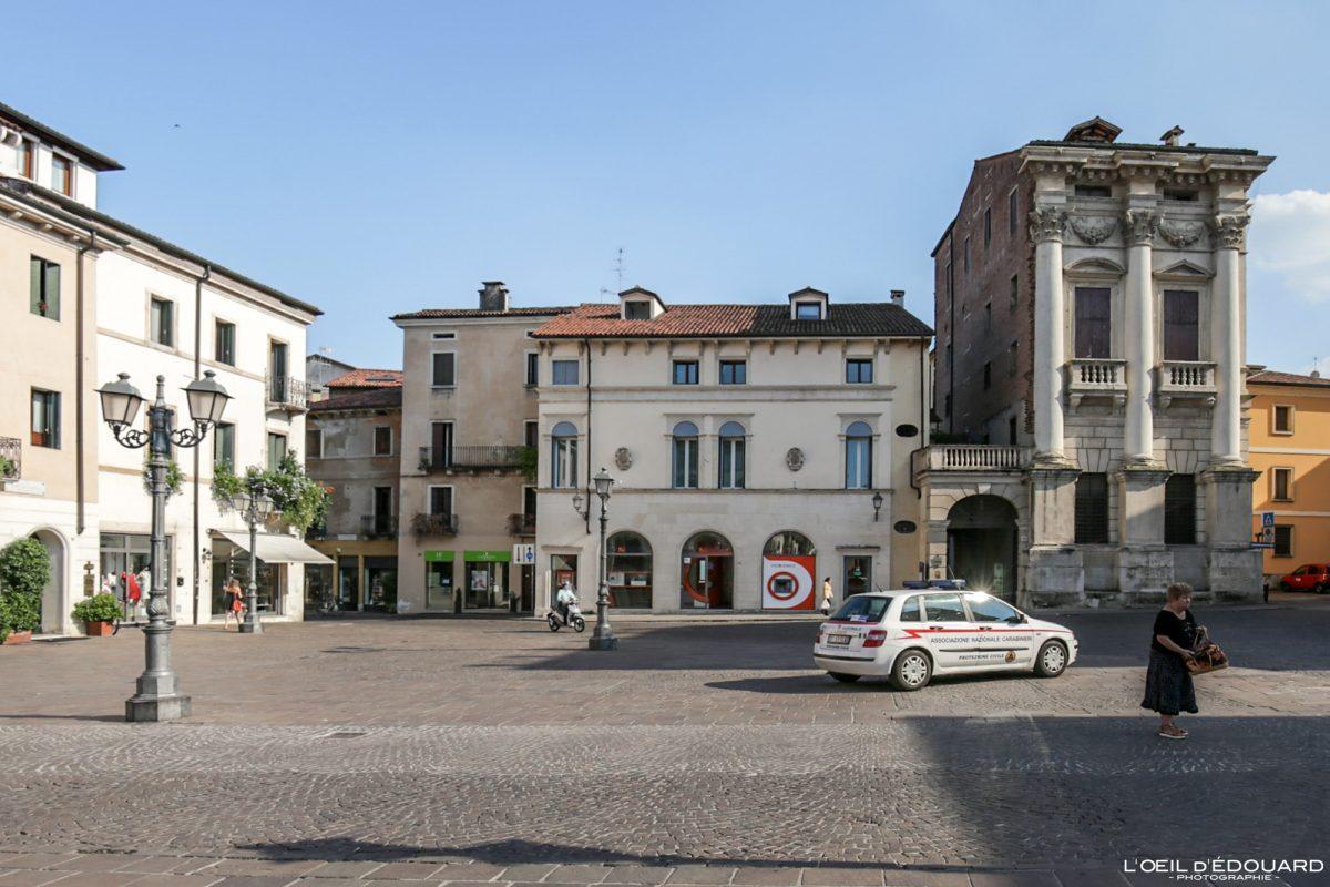 Piazza Castello Vicence Italie Vénétie - Porto Breganze Vicenza Italia Veneto Italy building architecture Andrea Palladio