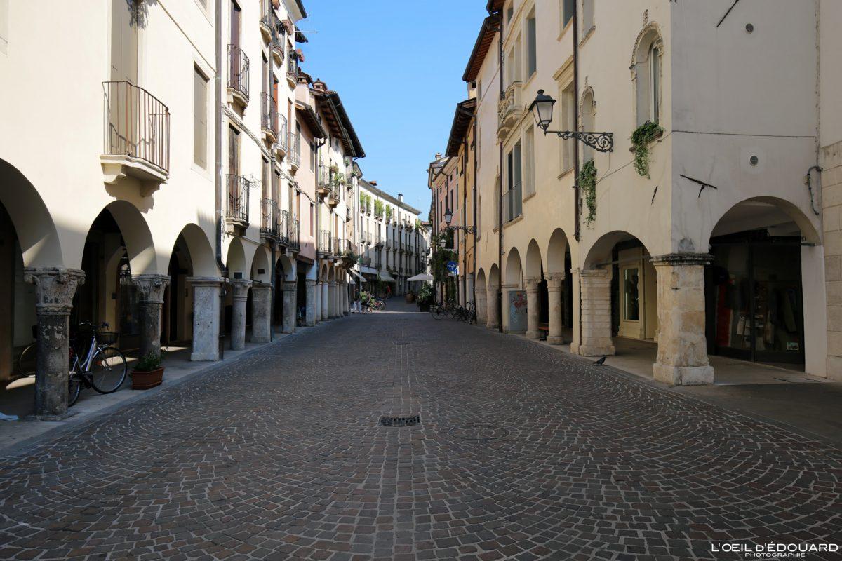 Rue Vicence Italie Vénétie - Corso Antonio Fogazzaro Vicenza Italia Veneto Italy street cityscape