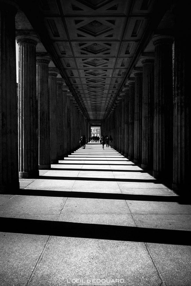Perspective profondeur photographie noir et blanc - Île aux Musées de Berlin Allemagne / Bodestraße Museumsinsel Deutschland Germany