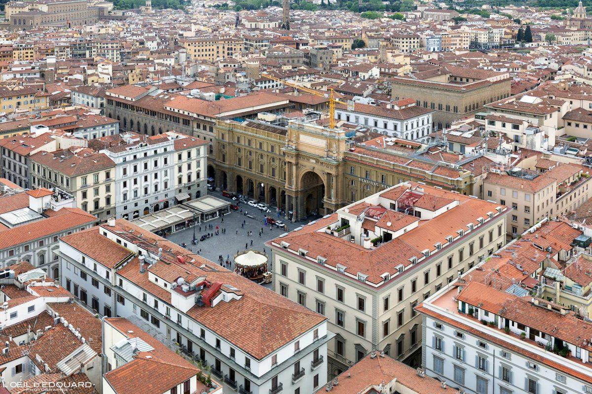 Vue depuis le Campanile de la Cathédrale de Florence Toscane Italie : Piazza della Repubblica Firenze Toscana Italia city view Tuscany Italy