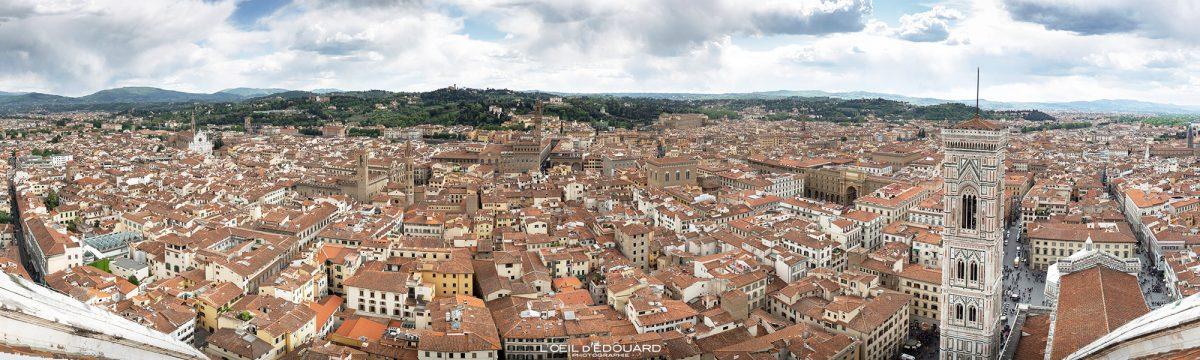 Cathédrale de Florence Toscane Italie : vue panorama sommet Coupole de Brunelleschi architecture Renaissance - Cattedrale di Santa Maria del Fiore Duomo Firenze Toscana Italia city view Tuscany Italy