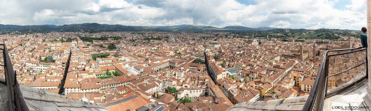 Cathédrale de Florence Toscane Italie : vue panorama sommet Coupole de Brunelleschi architecture Renaissance - Cattedrale di Santa Maria del Fiore Duomo Firenze Toscana Italia cityscape Tuscany Italy