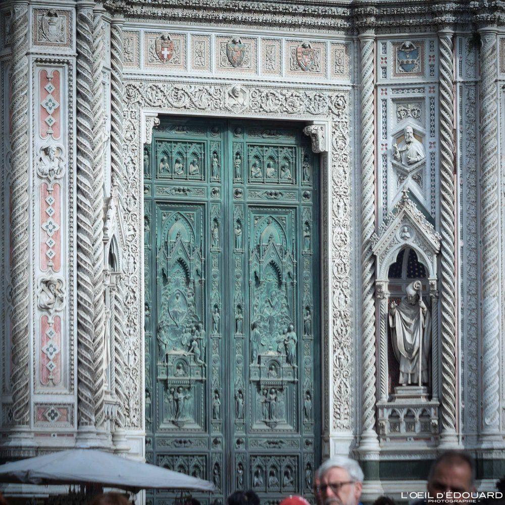 Porte en bronze Façade Cathédrale de Florence Toscane Italie - Cattedrale di Santa Maria del Fiore Duomo Firenze Toscana Italia Tuscany Italy church architecture Renaissance