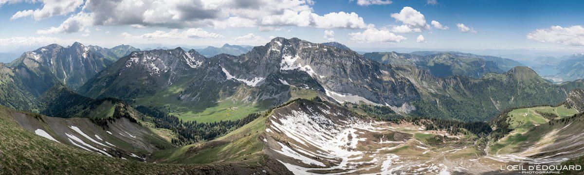 Vue panorama au sommet de La Pointe de Chaurionde - Randonnée Massif des Bauges Savoie Alpes France Paysage Montagne - Mountain Landscape French Alps Outdoor Hike Hiking