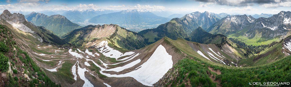 Vue panorama au sommet de La Pointe de Chaurionde : le Parc du Mouton - Randonnée Massif des Bauges Savoie Alpes France Paysage Montagne - Mountain Landscape French Alps Outdoor Hike Hiking