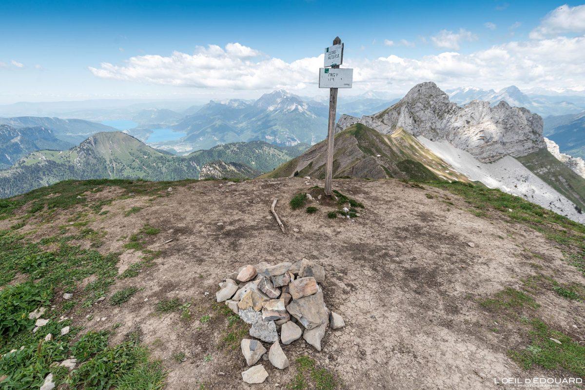 Vue au sommet de La Pointe de Chaurionde sur la Pointe de la Sambuy - Randonnée Massif des Bauges Savoie Alpes France Paysage Montagne - Summit View Mountain Landscape French Alps Outdoor Hike Hiking