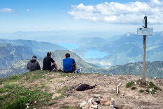 Randonnée La Pointe de Chaurionde : vue au sommet sur le Lac d'Annecy - Massif des Bauges Savoie Alpes France Paysage Montagne - Summit View Mountain Landscape French Alps Outdoor Hike Hiking