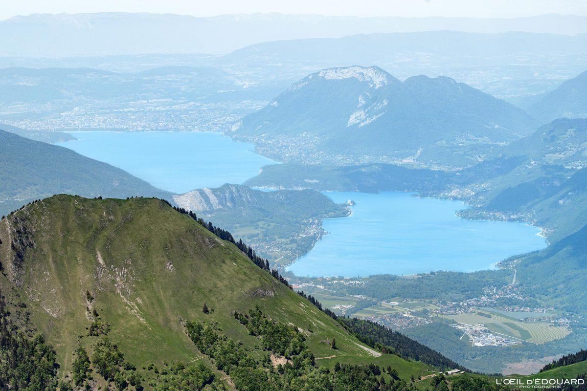 Le Lac d'Annecy, vue depuis le sommet de La Pointe de Chaurionde - Randonnée Massif des Bauges Savoie Alpes France Paysage Montagne - Summit View Mountain Landscape French Alps Lake Outdoor Hike Hiking