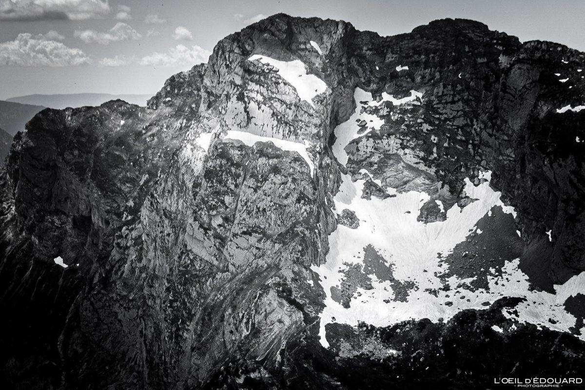 La Pointe d'Arcalod face Est vue depuis le sommet de La Pointe de Chaurionde - Randonnée Massif des Bauges Savoie Alpes France Paysage Montagne - Summit View Mountain Landscape French Alps Outdoor Hike Hiking