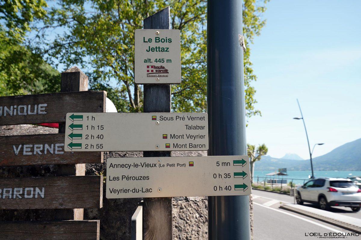 Panneau itinéraires randonnée Mont Veyrier - Le Bois Jettaz Le Petit Port Annecy-le-vieux Haute-Savoie Alpes France