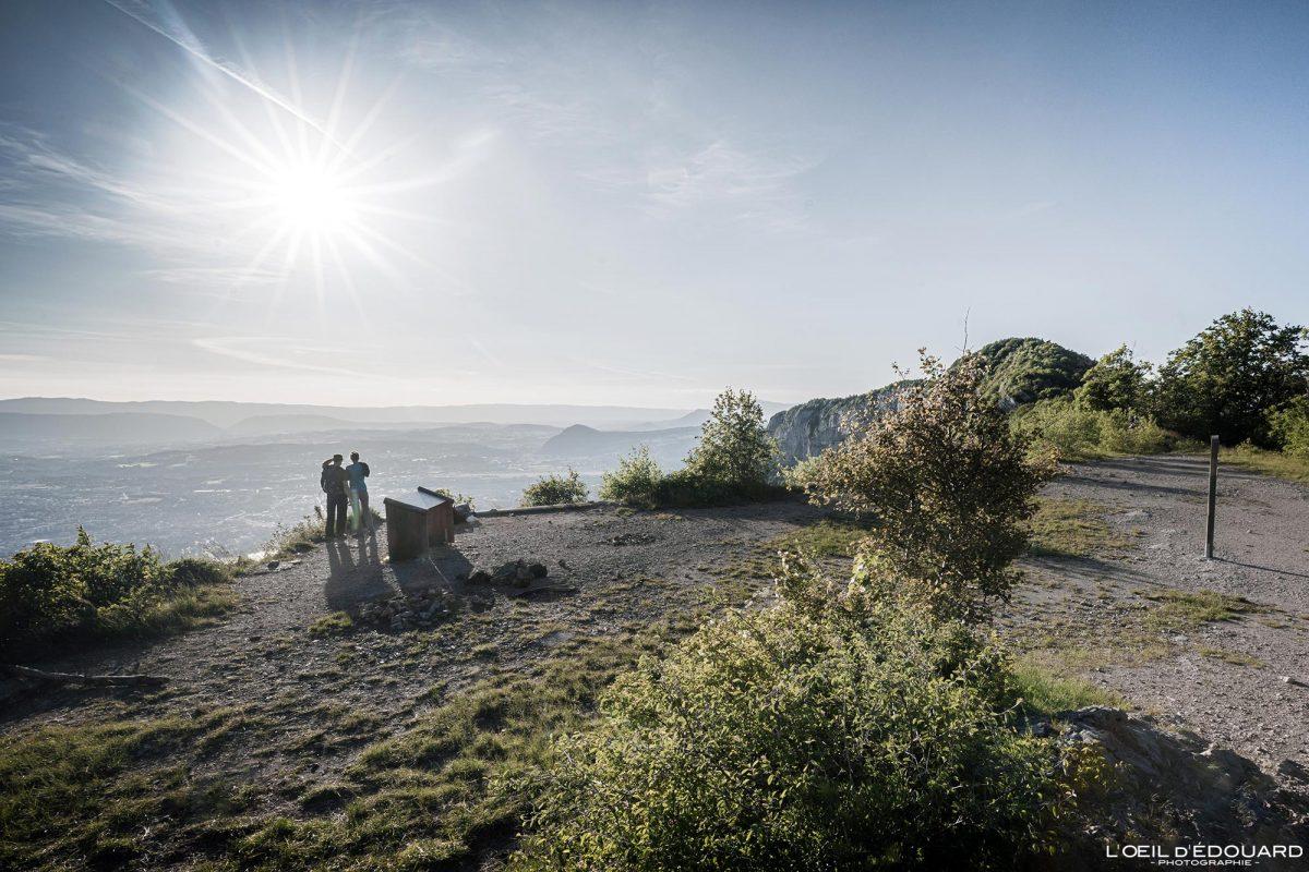 Belvédère ancien téléphérique Mont Baron - Randonnée Mont Veyrier - Point de vue panorama sur Annecy Haute-Savoie Alpes France Paysage Montagne - Mountain Landscape French Alps Outdoor Hike Hiking panoramic view sun