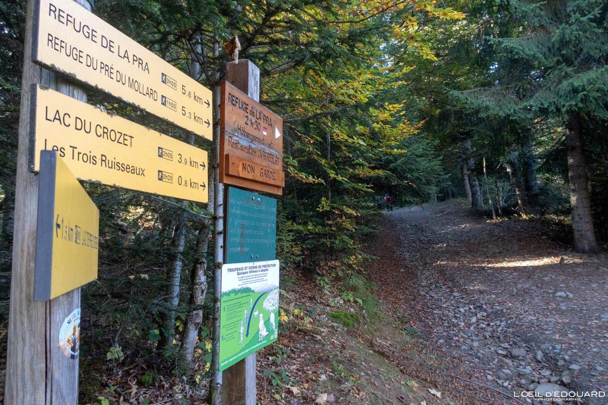 Parking Pré Raymond - Itinéraire sentier randonnée Lac du Crozet Belledonne Isère Alpes France