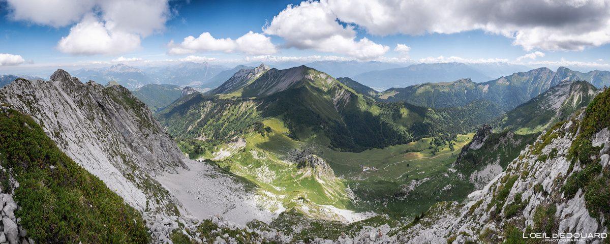 Vue sommet Arcalod Massif des Bauges Savoie Alpes France Randonnée Montagne Paysage - Mountain Landscape French Alps Outdoor Hike Hiking