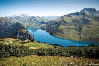 Le Lac de Roselend et le Mont Blanc depuis la Roche Parstire Randonnée Massif du Beaufortain Savoie Alpes France Paysage Montagne - Landscape Mountain Lake French Alps Outdoor Hike Hiking