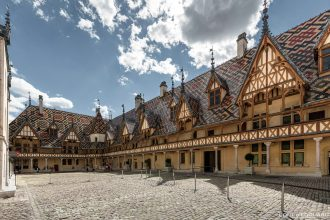 Visite Hôtel-Dieu Hospices de Beaune Bourgogne France Architecture
