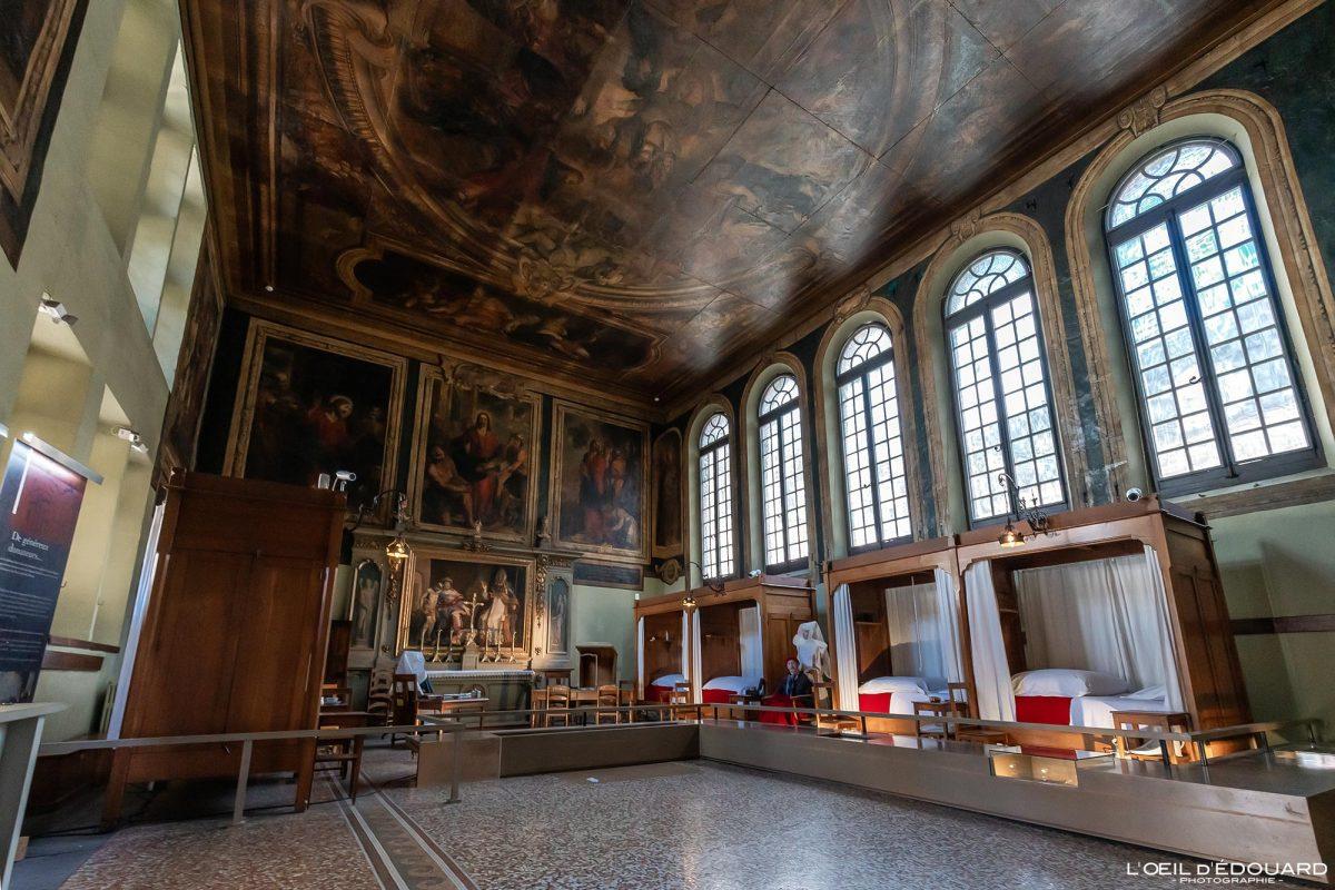 Salle Saint-Hughes Hôtel-Dieu Hospices de Beaune Bourgogne France Architecture