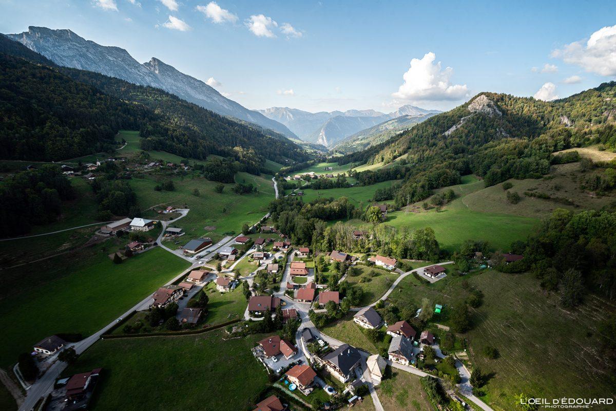 La Bottière - Vol parapente Bornes-Aravis Haute-Savoie Alpes Paysage Montagne Outdoor French Alps Mountain Landscape Paragliding fly paraglider flying