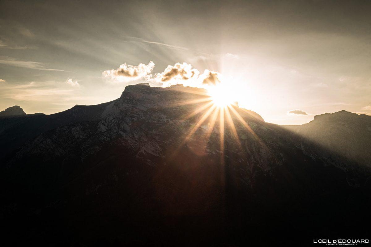 Coucher de soleil derrière La Tournette Bornes-Aravis Haute-Savoie Alpes Paysage Montagne Outdoor French Alps Mountain Landscape sunset sun