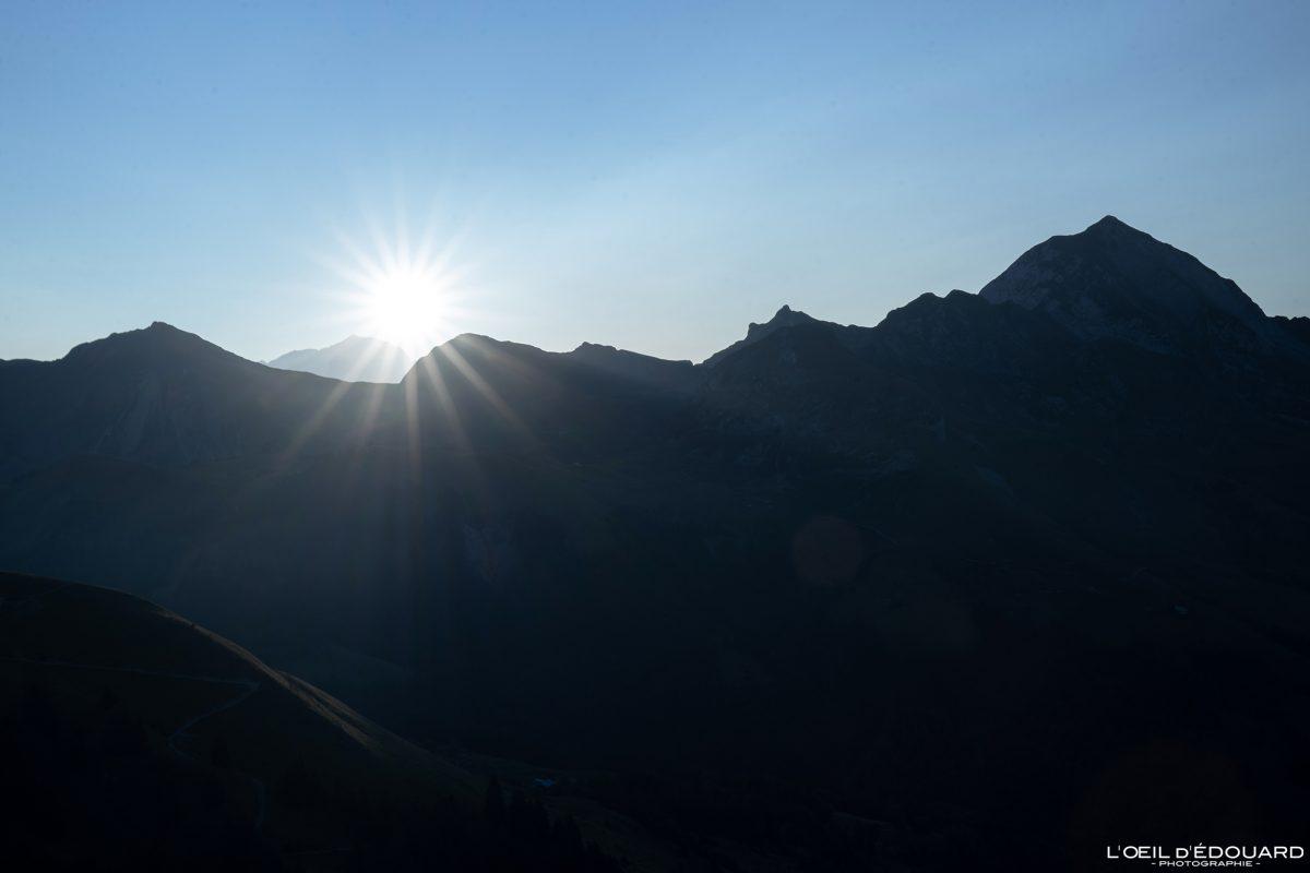 Lever de soleil derrière le Mont Blanc et Mont Charvin Bornes-Aravis Haute-Savoie Alpes Paysage Montagne Outdoor French Alps Mountain Landscape sunrise sun