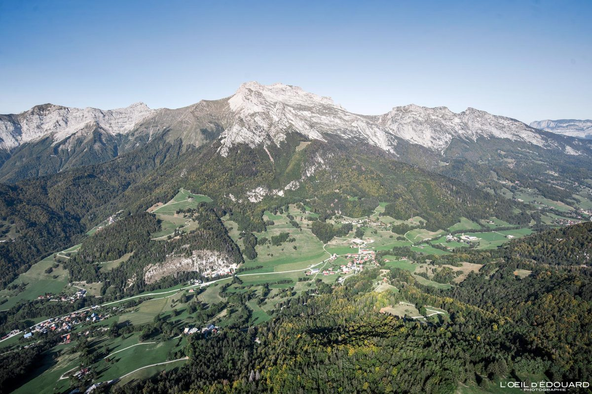 La Tournette - Vol parapente depuis Sulens Bornes-Aravis Haute-Savoie Alpes Paysage Montagne Outdoor French Alps Mountain Landscape Paragliding fly paraglider flying