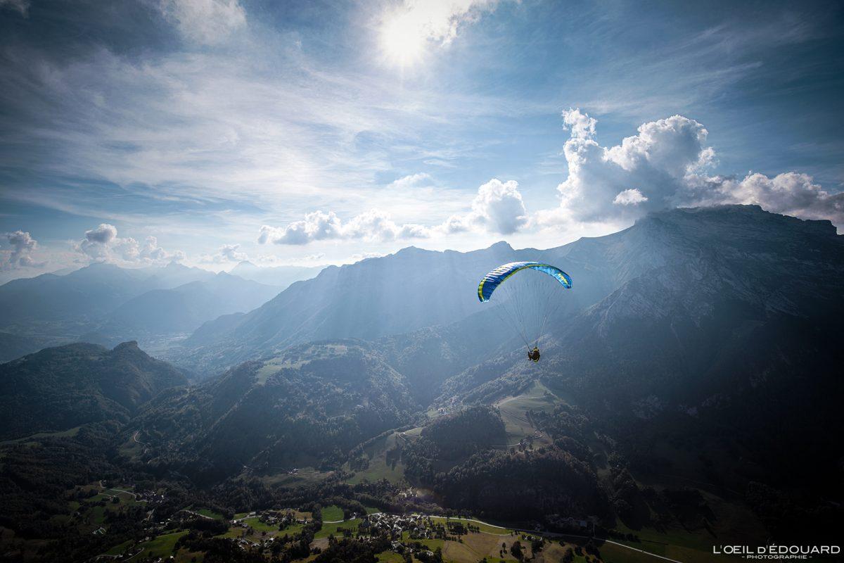 Vol parapente depuis Sulens Bornes-Aravis Haute-Savoie Alpes Montagne Outdoor French Alps Mountain Landscape Paragliding fly paraglider flying