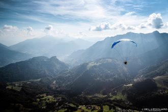 Vol parapente depuis Sulens Bornes-Aravis Haute-Savoie Alpes Montagne Outdoor French Alps Mountain Landscape Paragliding fly paraglider flying