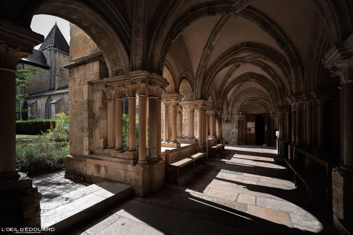 Cloître Basilique Notre-Dame Collégiale de Beaune Bourgogne France gothic church cloister architecture gothique