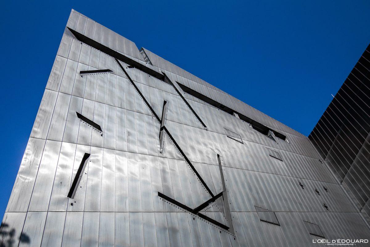 Façade en zinc métal fenêtres Musée Juif de Berlin Allemagne - windows Jüdisches Museum Deutschland Germany Jewish Museum Architecture Daniel Libeskind