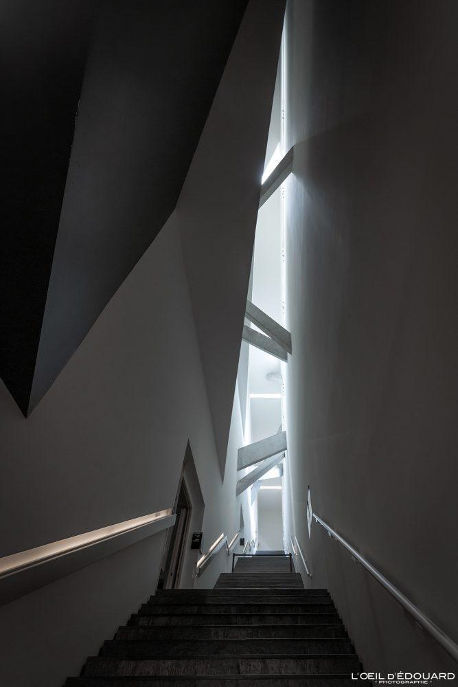 Escaliers Axe de la Continuité Musée Juif de Berlin Allemagne - Achse der Kontinuität Jüdisches Museum Deutschland Germany Axis of Continuity Jewish Museum stairs Architecture Daniel Libeskind