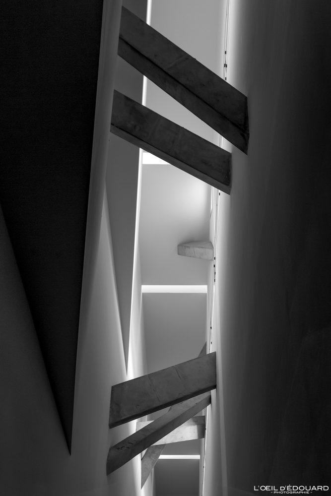 Poutres escaliers Axe de la Continuité Musée Juif de Berlin Allemagne - Achse der Kontinuität Jüdisches Museum Deutschland Germany Axis of Continuity Jewish Museum Architecture Daniel Libeskind